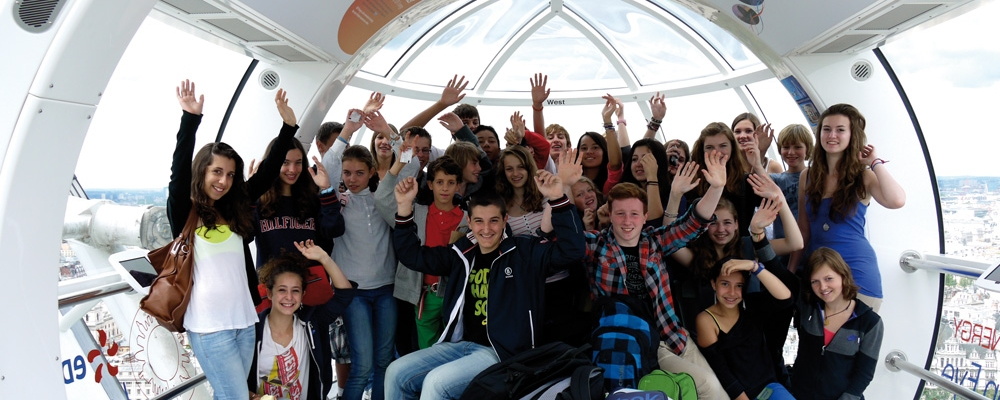 Group of Students in London Eye – Xplore Group Tours